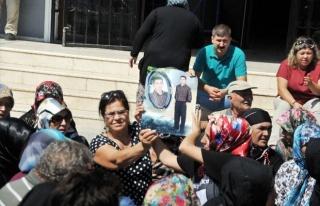Aileler Soma Kararını Yerde Oturarak Bekliyor