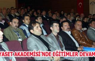 UŞAK SİYASET AKADEMİSİ'NDE EĞİTİMLER DEVAM...