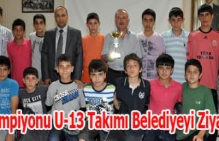 Uşak Şampiyonu U-13 Takımı Belediyeyi Ziyaret...