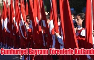 Uşak'ta 29 Ekim Cumhuriyet Bayramı Coşkuyla...