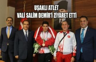 UŞAKLI ATLET VALİ SALİM DEMİR'İ ZİYARET ETTİ