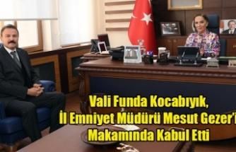 Vali Funda Kocabıyık, İl Emniyet Müdürü Mesut Gezer'i makamında kabul etti