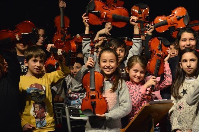 300 Çocuk Barış İçin Müzik Yapacak