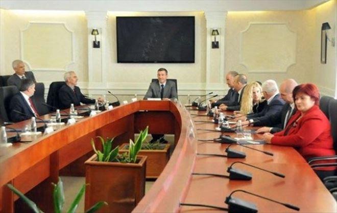 Kosova Meclisi'nde Herkes Güvenlik Kontrolünden Geçecek