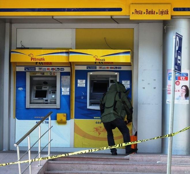 PTT Önünde Unutulan Şüpheli Paket Polisi Alarma Geçirdi