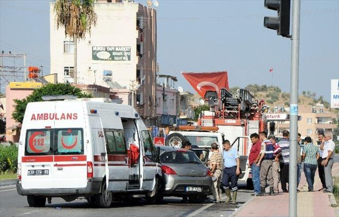 Mersin'de Ambulans İle Otomobil Çarpıştı: 8 Yaralı