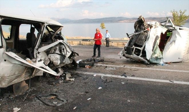 Elazığ'da Minibüsler Çarpıştı: 1 Ölü, 6 Yaralı