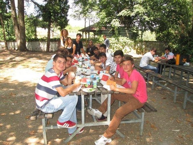 Beyaz Kalpler Öğrencileri Sapanca'da Piknik Yaptı