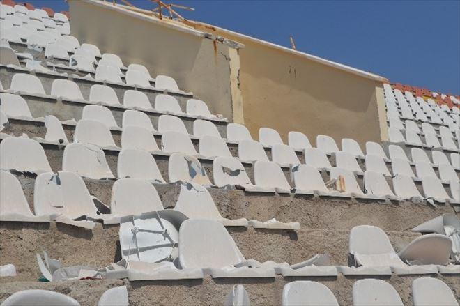 Çatı Çürük Çıkınca Kapalı Tribüne Seyirci Alınmayacak