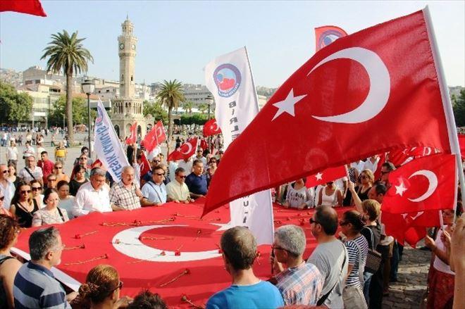 (Özel Haber) Terör Olayları Bayrak Satışlarını Arttırdı