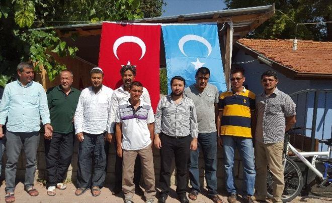 Doğu Türkistanlılar Şehitler İçin Hatim Okuyarak Dua Etti