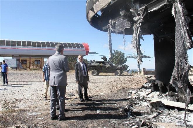 Vali Özdemir PKK'lı Teröristlerin Yaktığı Kayak Tesislerinde İncelemelerde Bulundu