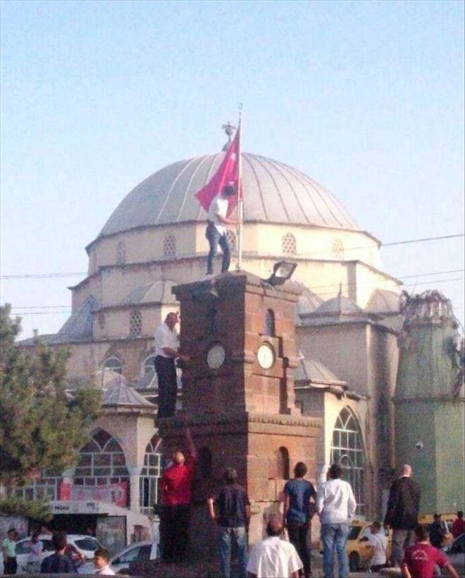 Şehitler Çeşmesi Üzerindeki Türk Bayrağı Yenilendi