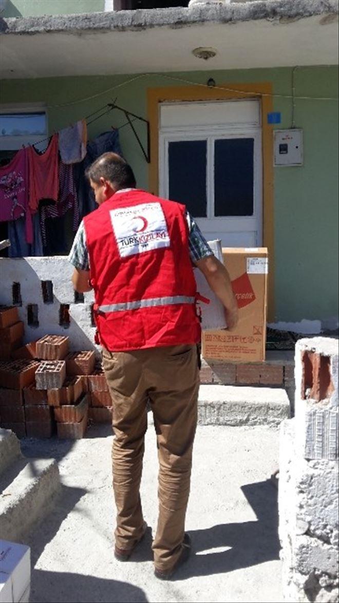 Kızılay'dan Evi Yanan İki Aileye Yardım