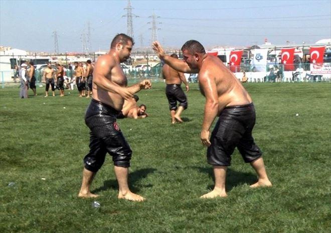 Bandırma'da Yağlı Güreş Heyecanı Yaşandı