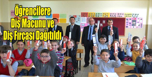 Simav'da öğrencilere ücretsiz diş fırçası ve macunu dağıtıldı