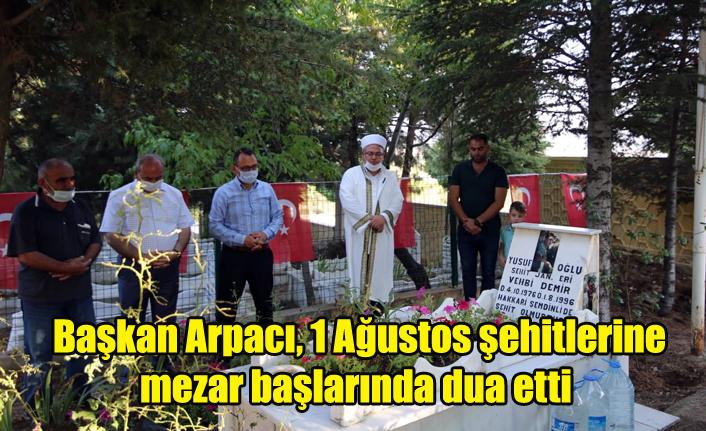Başkan Arpacı, 1 Ağustos şehitlerine mezar başlarında dua etti