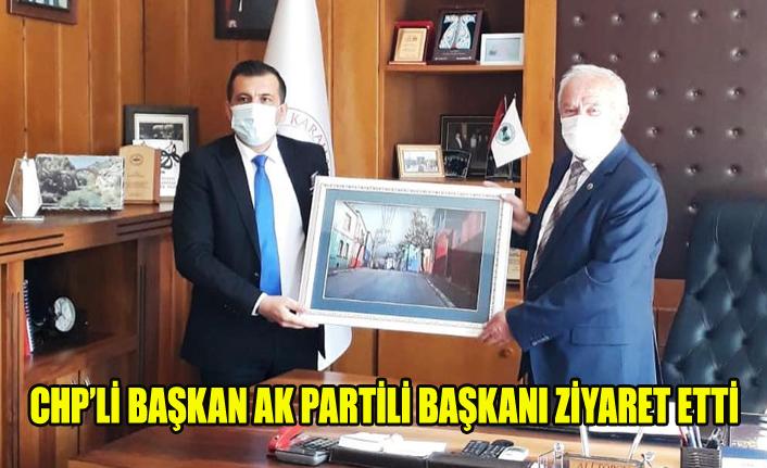 CHP'Lİ BAŞKAN AK PARTİLİ BAŞKAN'I ZİYARET ETTİ