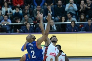 Muratbey Uşak Sportif: 77 - Anadolu Efes: 84
