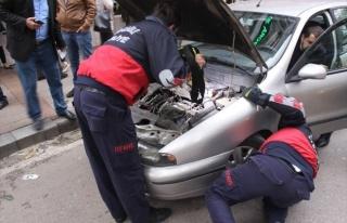 Arabanın Motoruna Sıkışan Kedi Yavrusunu İtfaiye...
