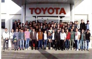 Geleceğin Sanayicileri Toyota Fabrikasını İnceledi