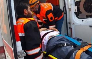 Aşırı Hız Yapan Tır Sürücüsü Ölümden Döndü