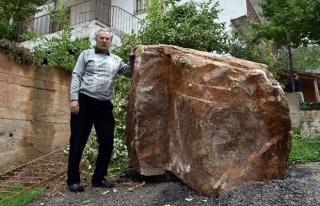 Gümüşhane'de Yamaçtan Yuvarlanan Kayalar Korkutuyor