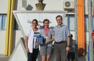 Çevre Konulu Yarışma 1'ncisi Okulunda Ödüllendirildi
