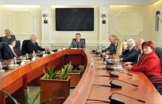Kosova Meclisi'nde Herkes Güvenlik Kontrolünden...