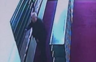 Camilerden Ayakkabı Çalan Yaşlı Hırsız Yakalandı
