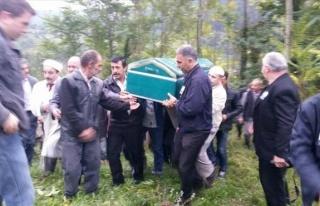 Yatağında Ölü Bulunan Gazeteci Toprağa Verildi