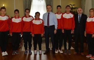 Yıldız Atletlerden Vali Altıparmak'a Ziyaret