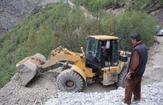 Sel Sularının Kapatığı Köy Yolları Ulaşıma...