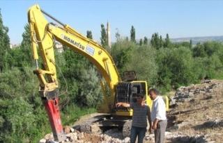 Ardıl Barajı Projesinde İletim Hattı Döşemesi...