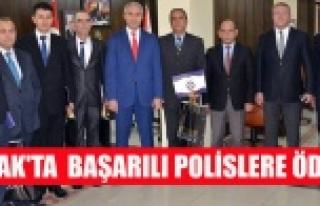 UŞAK'TA  BAŞARILI POLİSLERE ÖDÜL
