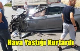 UŞAK'TA LÜKS ARAÇ İLE KAMYON ÇARPIŞTI,...