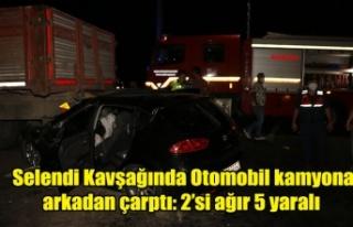Selendi Kavşağında Otomobil kamyona arkadan çarptı:...