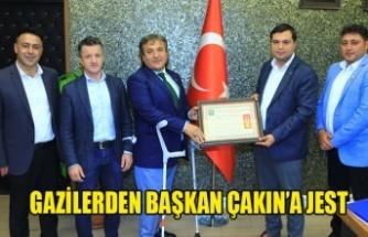 GAZİLERDEN BAŞKAN ÇAKIN'A JEST