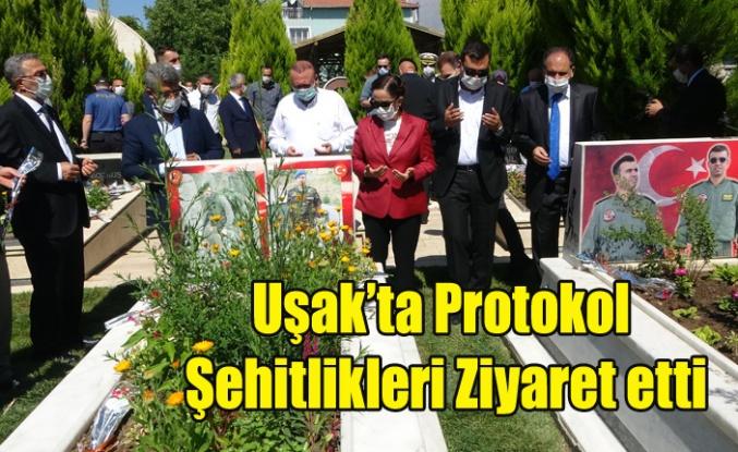 Uşak'ta Protokol Şehitlikleri Ziyaret Etti