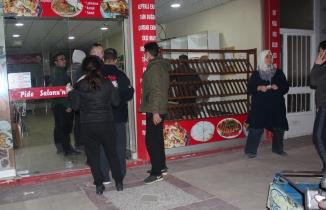 Alaşehir'de Ekmek ve gıda alma telaşı sosyal mesafeyi unutturdu